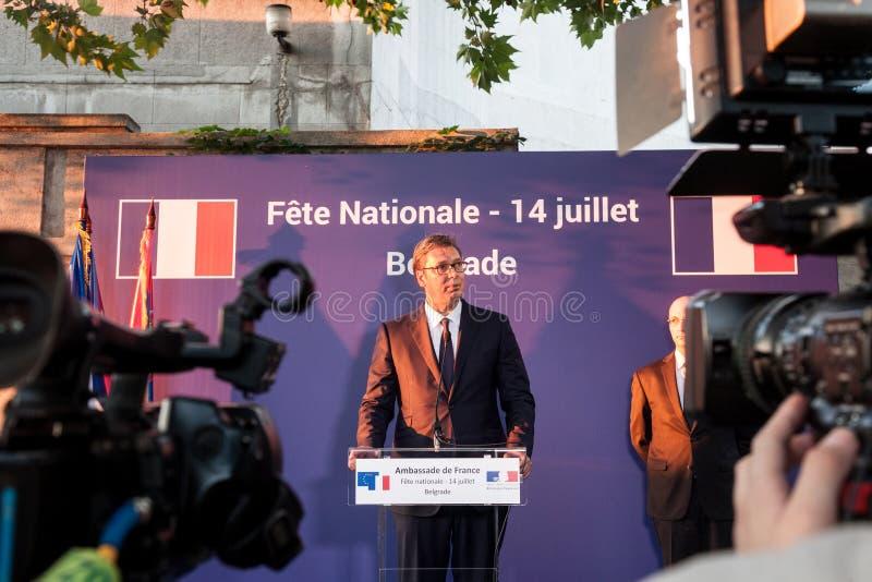 Aleksandar Vucic, President die van Servië en een toespraak bevinden maken zich bij de Franse ambassade stock afbeeldingen