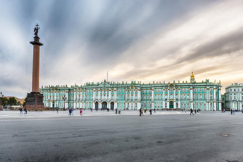 Aleksander kolumna i zima pałac w St Petersburg, Rosja obraz stock