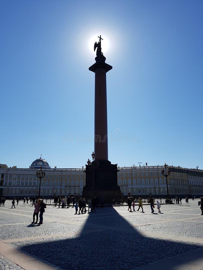 Aleksander Kolumna na Pa?ac Kwadracie w St Petersburg obrazy stock