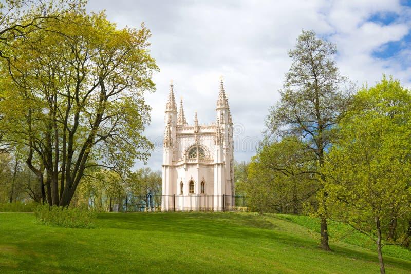 Aleksander Nevsky Gocka kaplica na chmurnym Maja dniu Parkowy ` Aleksandria `, Peterhof zdjęcie stock