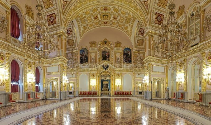 Aleksandrovsky Hall av den storslagna Kremlslotten i Moskva, Ryssland fotografering för bildbyråer