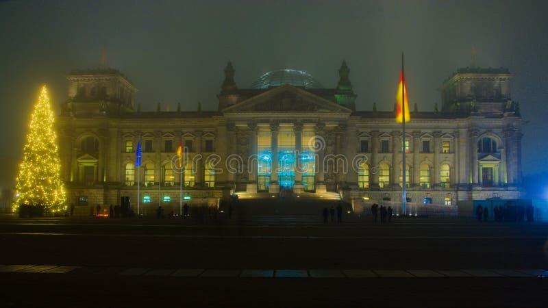 Alemán Reichtag - Deutsche el Parlamento alemán imagenes de archivo