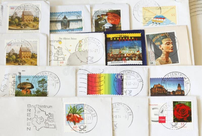 Alemão colorido selos postais carimbados imagem de stock