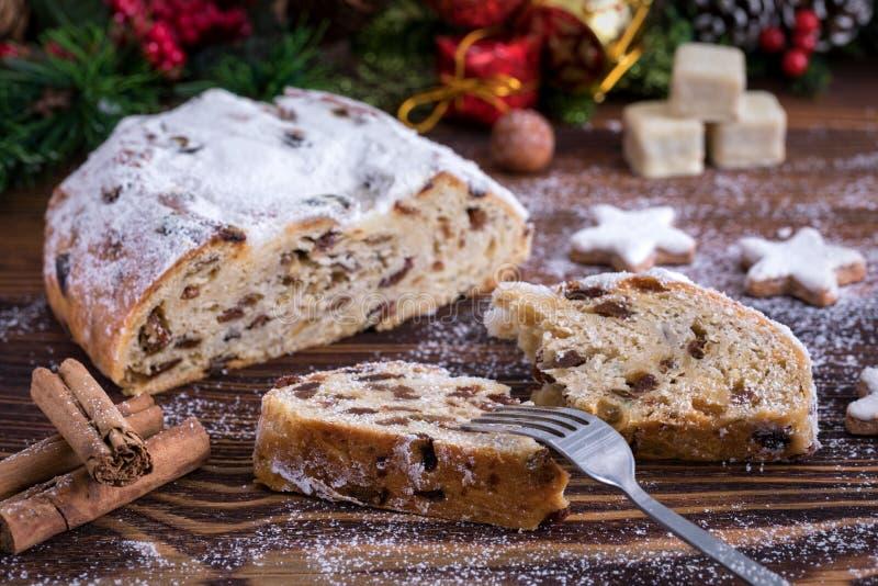 Alemão Stollen, cookies frescas e especiarias para o Natal imagem de stock