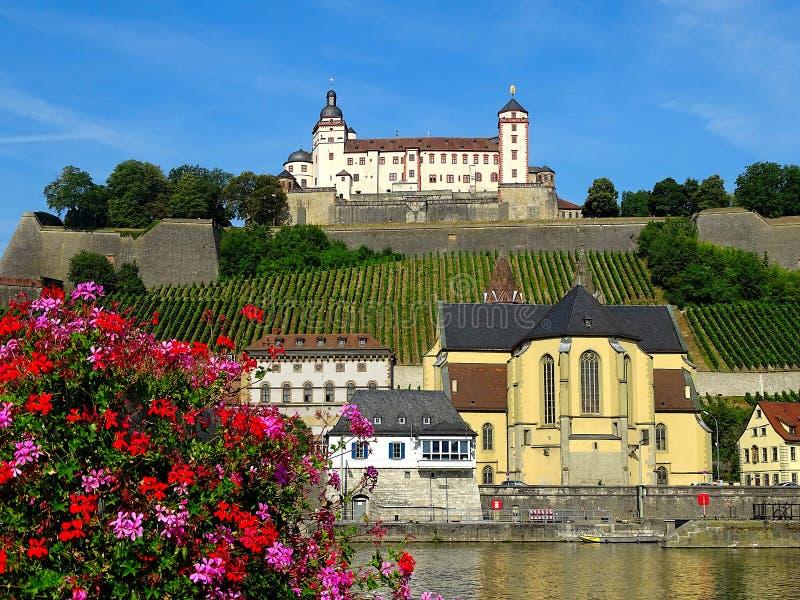 Alem?n de la fortaleza de Marienberg Festung Marienberg es una se?al prominente en la orilla izquierda del r?o principal en Wurzb foto de archivo libre de regalías
