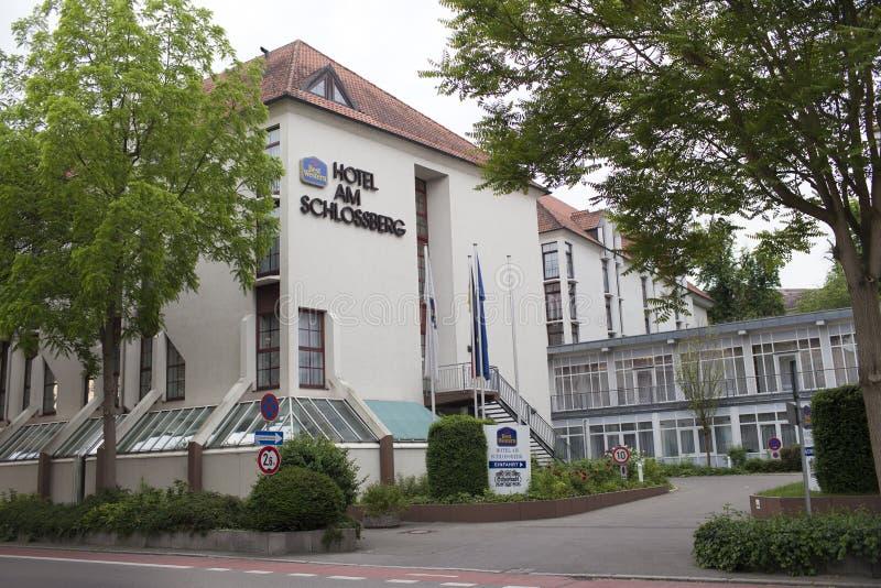 ALEMANHA - 29 de maio de 2012: O hotel Am Schlossberg de Best Western é ficado situado centralmente na cidade histórica de Hoelde imagem de stock royalty free