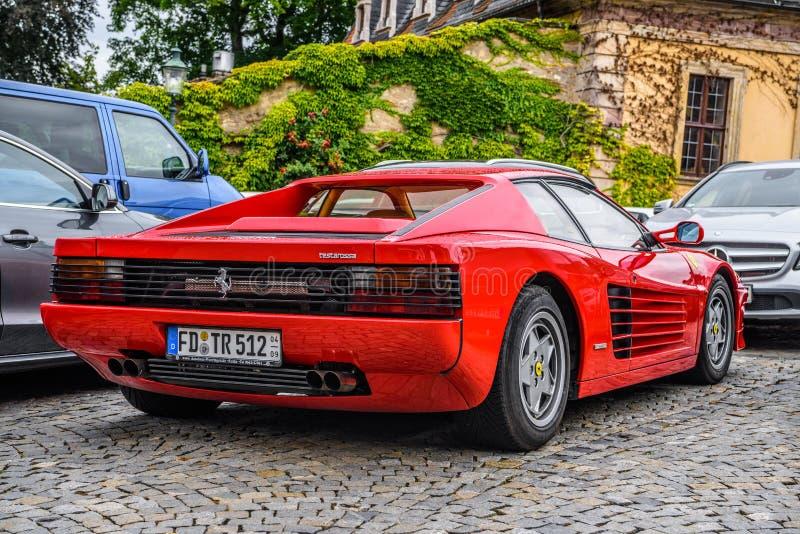 ALEMANHA, FULDA - EM JULHO DE 2019: o tipo vermelho cupê de FERRARI TESTAROSSA de F110 é um carro de 12 esportes do meados de-mot imagem de stock royalty free