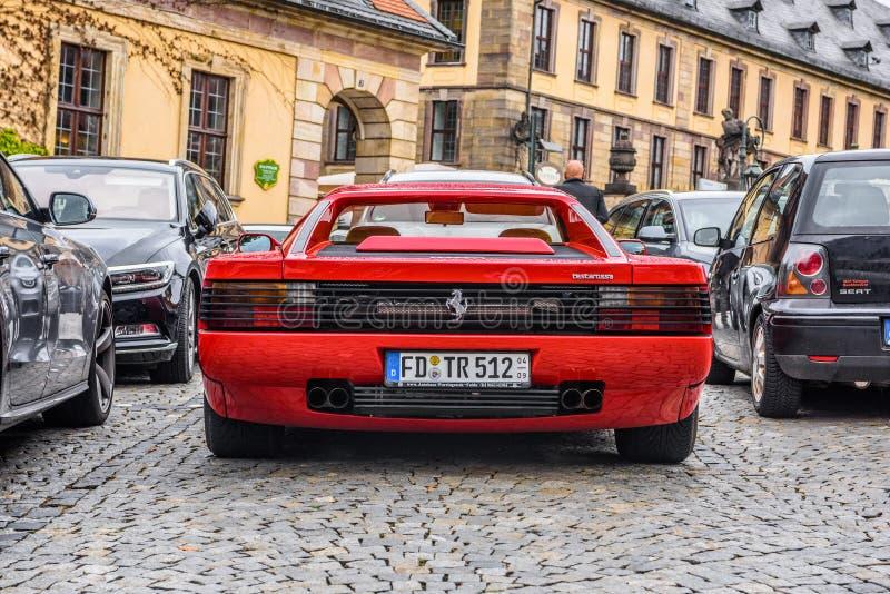ALEMANHA, FULDA - EM JULHO DE 2019: o tipo vermelho cupê de FERRARI TESTAROSSA de F110 é um carro de 12 esportes do meados de-mot fotos de stock