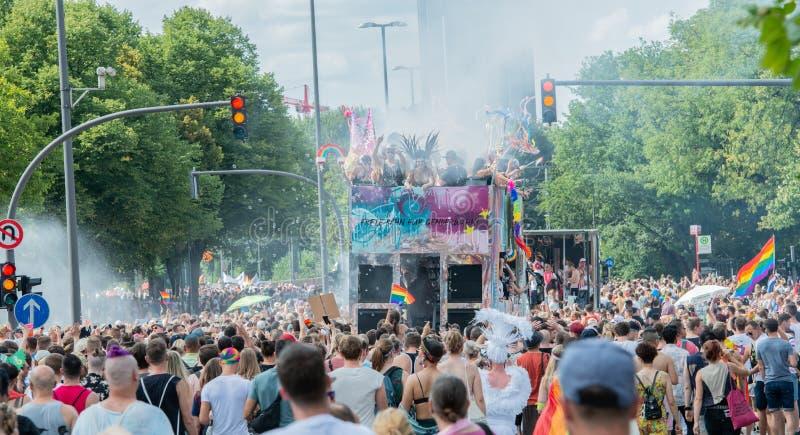 Alemanha, Hamburgo - 4 de agosto de 2018: Dia da rua de Christopher Parada do amor em Hamburgo imagem de stock