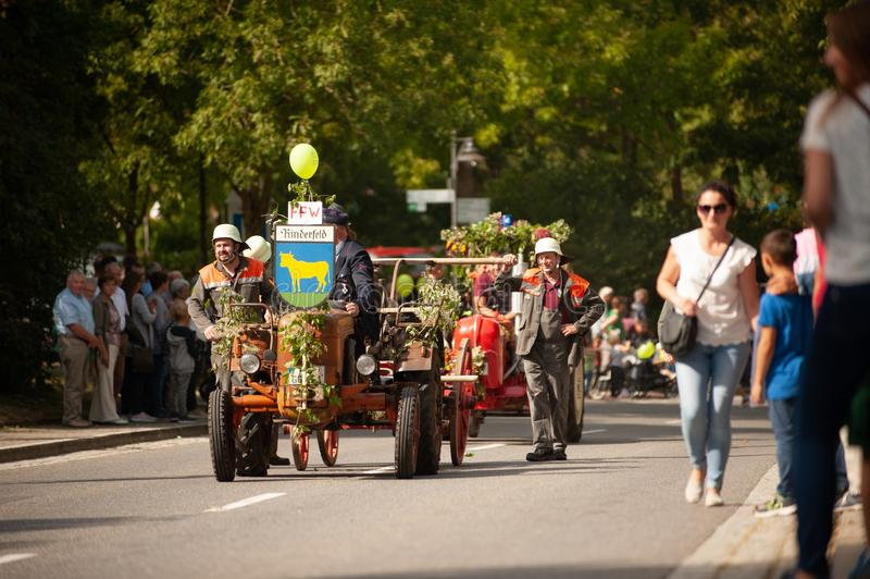Alemanha, Niederstetten, Baden-Württemberg Setembro de 2019 Festa de Colheita Automática Tradicional - Bombeiros históricos decor fotografia de stock