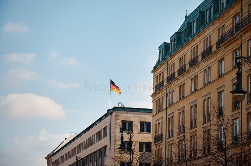 alemania Bandera alemana en Berlín 16 de febrero de 2018 imagenes de archivo
