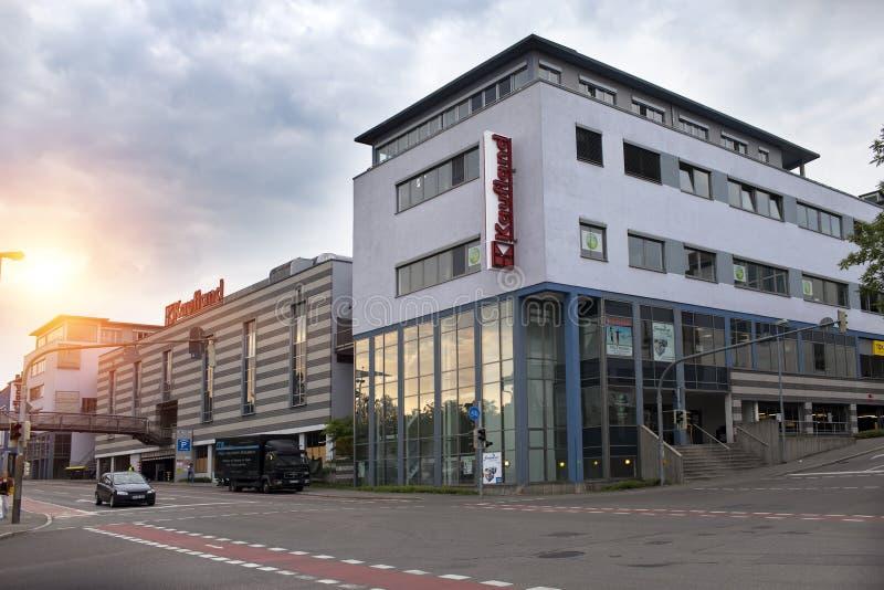 ALEMANIA - 30 de mayo de 2012: Nurtingen, la calle en una parte industrial de la ciudad - es una ciudad en Alemania meridional imagen de archivo