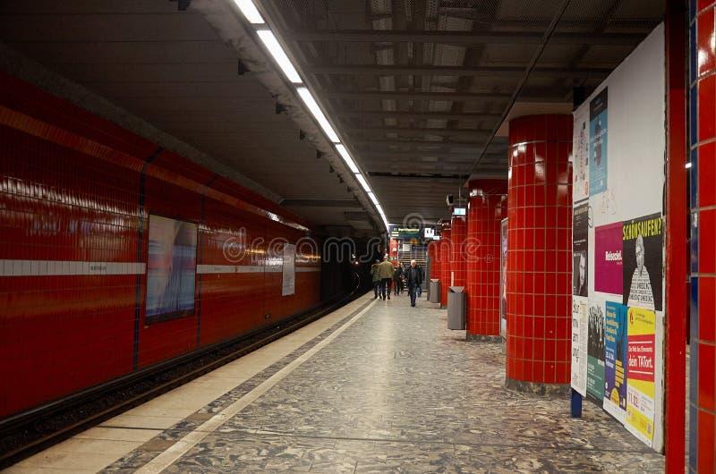 alemania Estación de metro en Hamburgo 13 de febrero de 2018 imagen de archivo