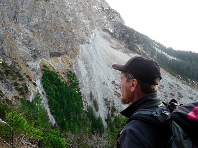 alemania Montañas Allgäu Escalador en las montañas fotos de archivo libres de regalías