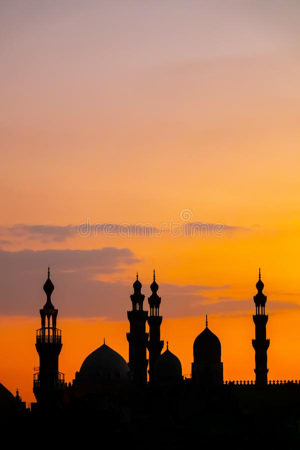 Alen-Rifa 'I och Sultan Hassan för två moskéer i Kairo Egypten på su royaltyfri bild