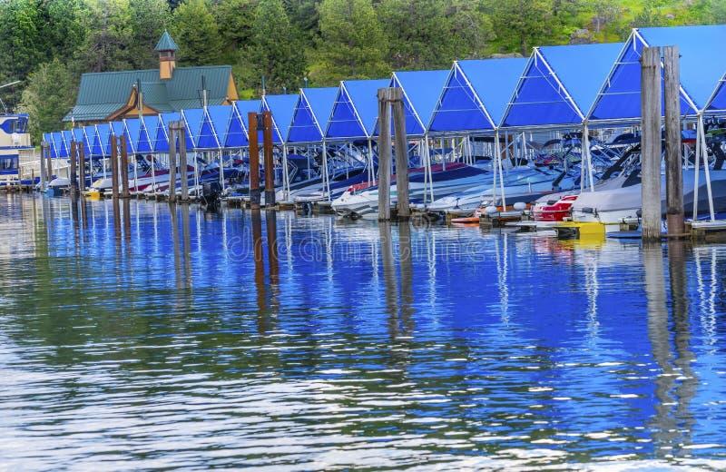 ` Alene Айдахо Coeur d озера отражени шлюпок пристаней Марины променада стоковые фото
