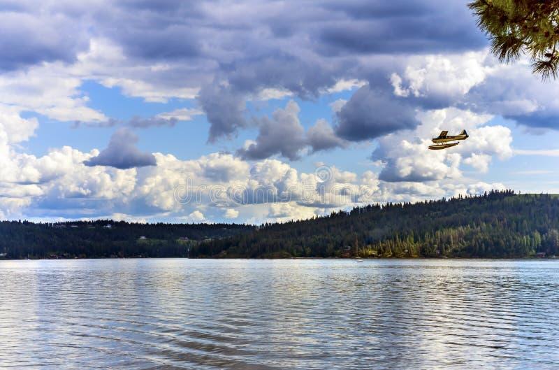 ` Alene Idaho de Coeur d del lago reflection del hidroavión del aeroplano imagen de archivo libre de regalías