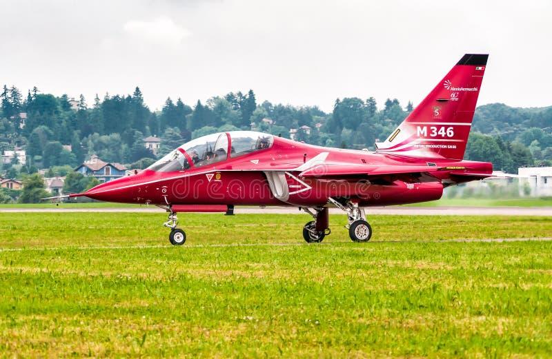 Alenia Aermacchi M 346, är ett flygplan för militär utbildning arkivfoton