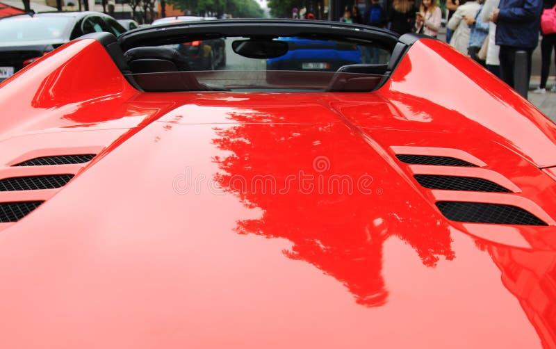 Alerón rojo del coche de deportes fotos de archivo libres de regalías