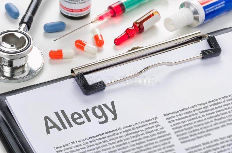Alergia do diagnóstico escrita em uma prancheta fotografia de stock royalty free