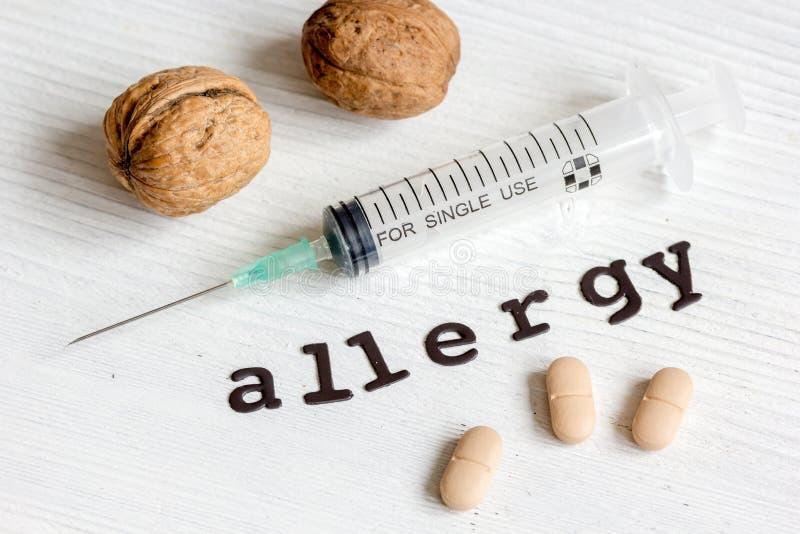 Alergias alimentarias del concepto en fondo de madera foto de archivo