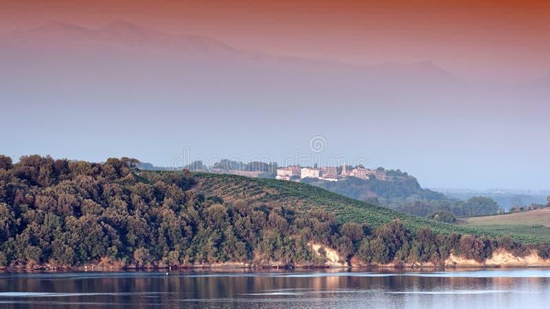 Aleria老市和戴安娜湖在可西嘉岛 免版税图库摄影