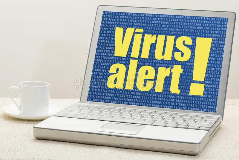 Alerte de virus sur un ordinateur portable photos stock