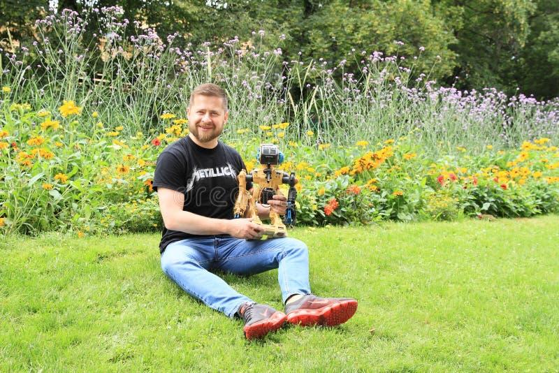 Ales Michl i trädgård royaltyfria bilder