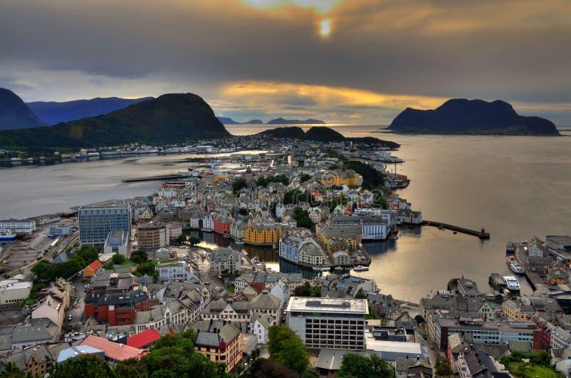 Download Alesund стоковое изображение. изображение насчитывающей норвегия - 37929879