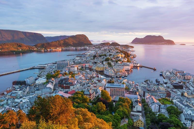 Alesund - turystyczny miasto Norwegia fotografia royalty free