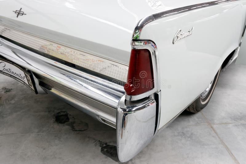 Aleta de cola y luces posteriores de la imagen común automotriz del vintage del cabrio de Lincoln Continental foto de archivo libre de regalías
