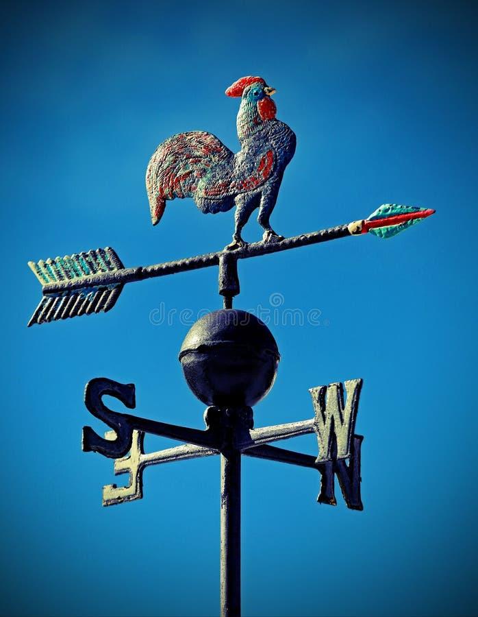 Aleta de tempo para indicar a direção do vento com as setas de Cardi imagens de stock