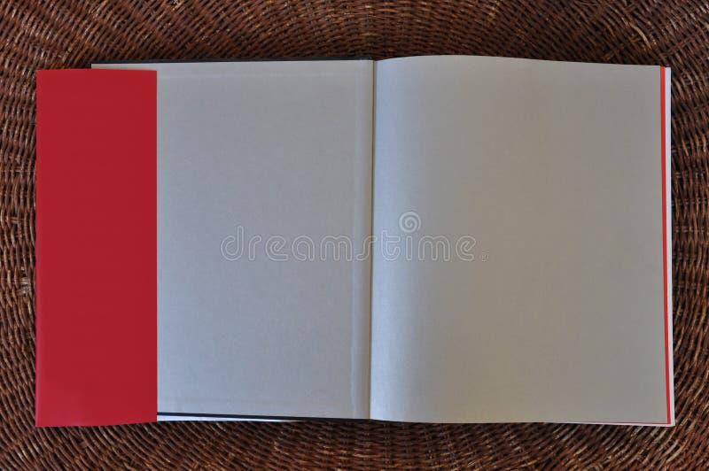 Aletas en blanco del fondo y de la sobrecubierta del papel de las páginas del libro foto de archivo libre de regalías