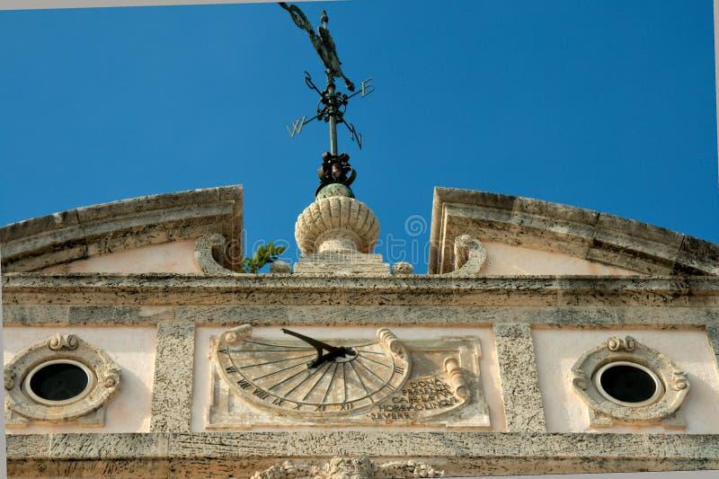 Download Aletta Di Tempo In Cima Al Palazzo Immagine Stock - Immagine di arco, paradise: 7315579