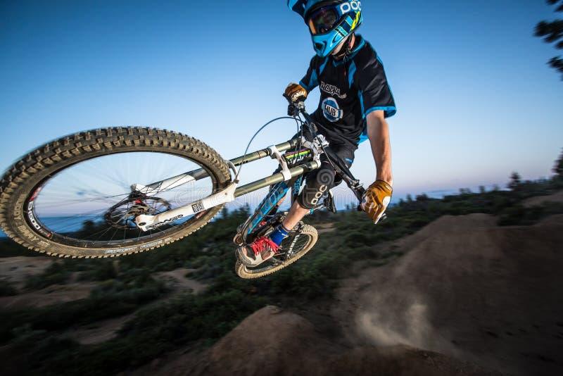 Alex Grediagin a Lair Jump Park nella curvatura, Oregon fotografie stock libere da diritti