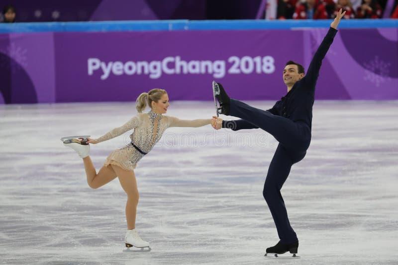 Alexa Scimeca Knierim en Chris Knierim van de Verenigde Staten presteren in het Team Event Pair Skating Short-Programma stock afbeelding