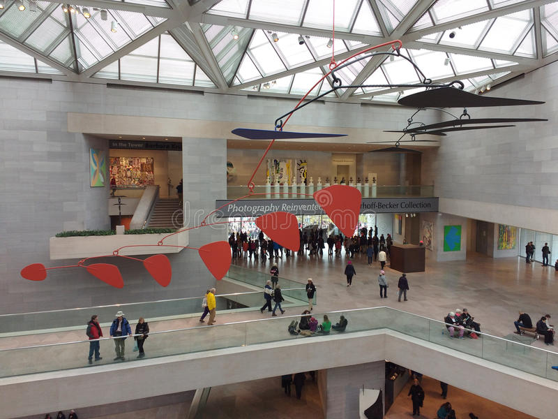 Alexander Calder Mobile, National Gallery d'Art East Building, ` s mars, Washington, C.C, Etats-Unis de femmes image stock