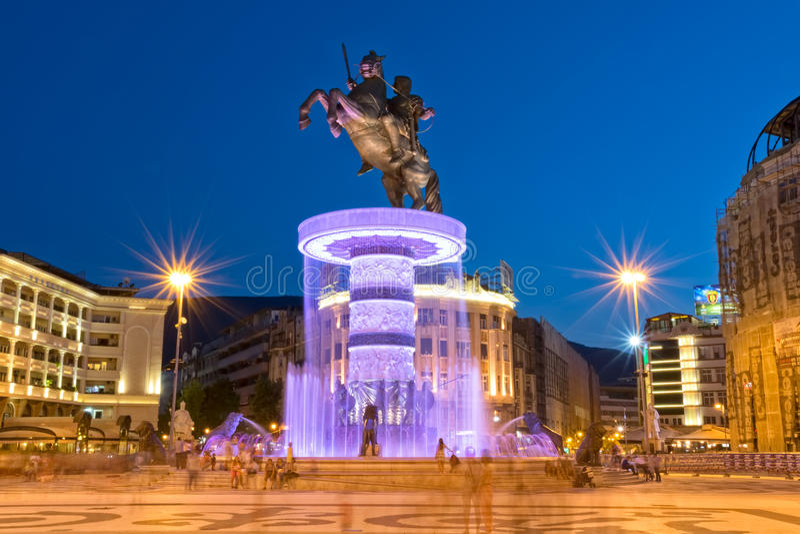 Alexander den stora springbrunnen i Skopje fotografering för bildbyråer