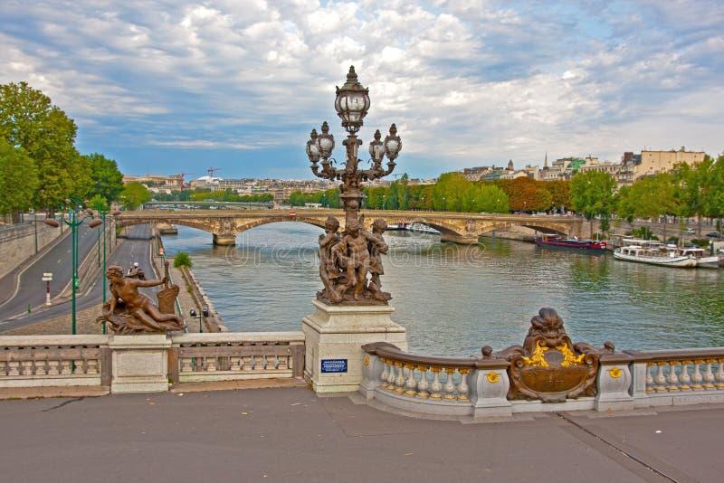 Alexander III bro - Paris - Frankrike royaltyfria bilder