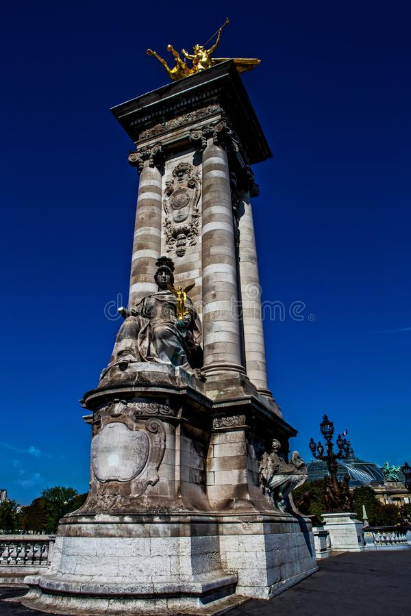 Alexander III den tredje bron, Paris royaltyfria bilder