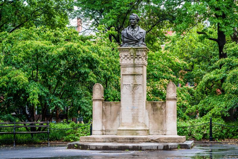 Alexander Lyman Holley skulptur, i Washington Square Park, Manhattan, New York City arkivbilder