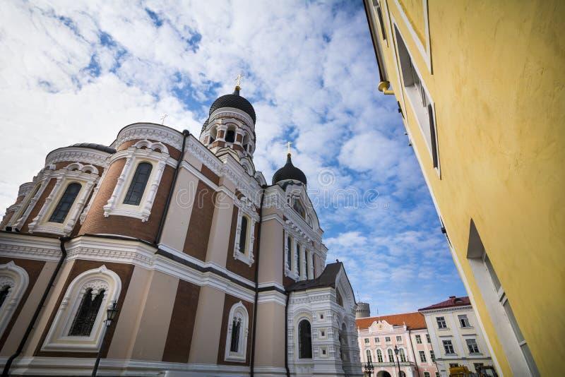 Alexander Nevsky domkyrka och omgeende byggnader i Tallinn den gamla staden royaltyfri foto