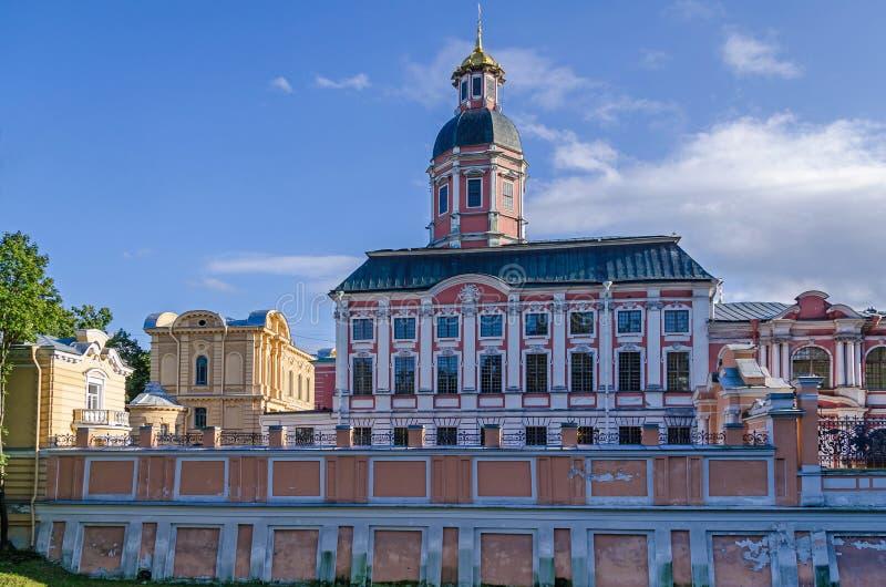 Alexander Nevsky Lavra con la iglesia del anuncio del th fotos de archivo