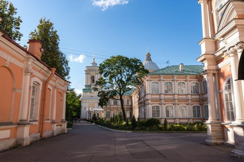 Alexander Nevsky Lavra Monastery in San Pietroburgo, Russia Cattedrale della trinit? santa fotografia stock libera da diritti
