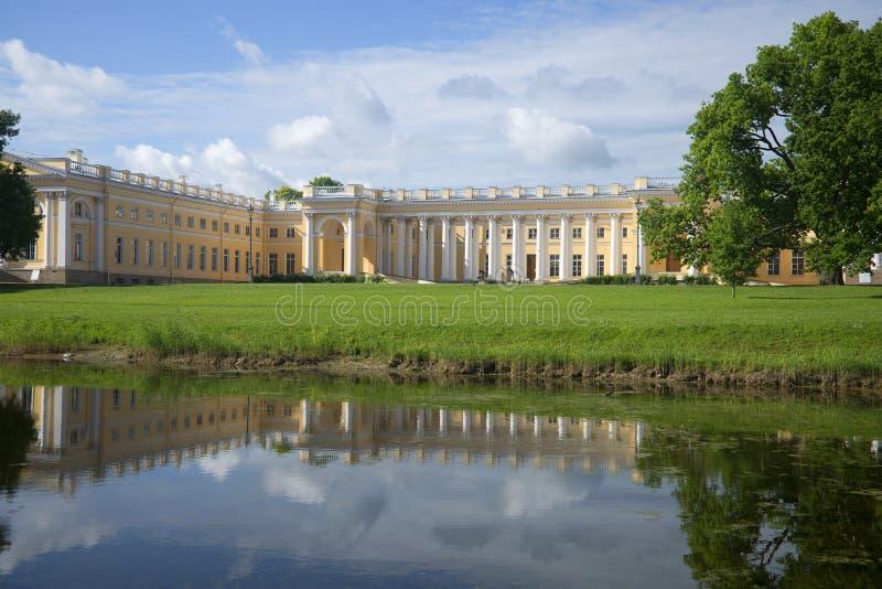 Alexander Palace en día de verano de Tsarskoye Selo St Petersburg fotografía de archivo libre de regalías
