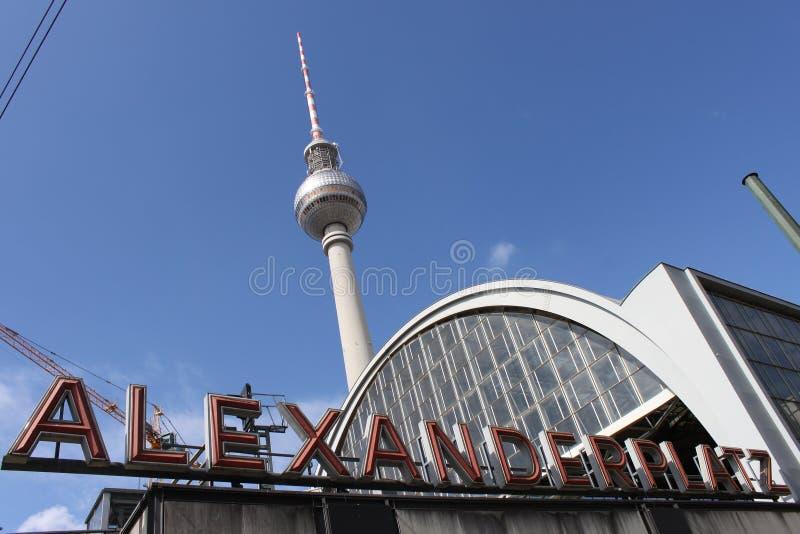 Alexander Platz Station och tvtorn royaltyfri fotografi