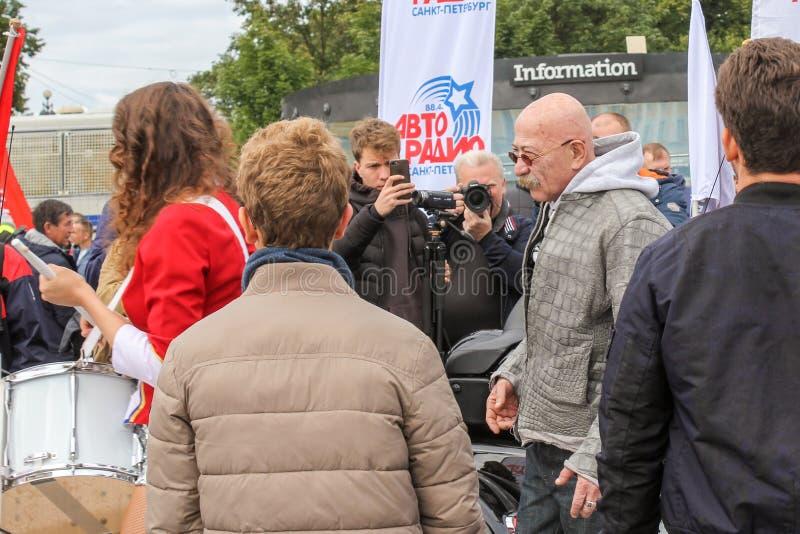 Alexander Rosenbaum onder de deelnemers van het motorfestival royalty-vrije stock afbeelding