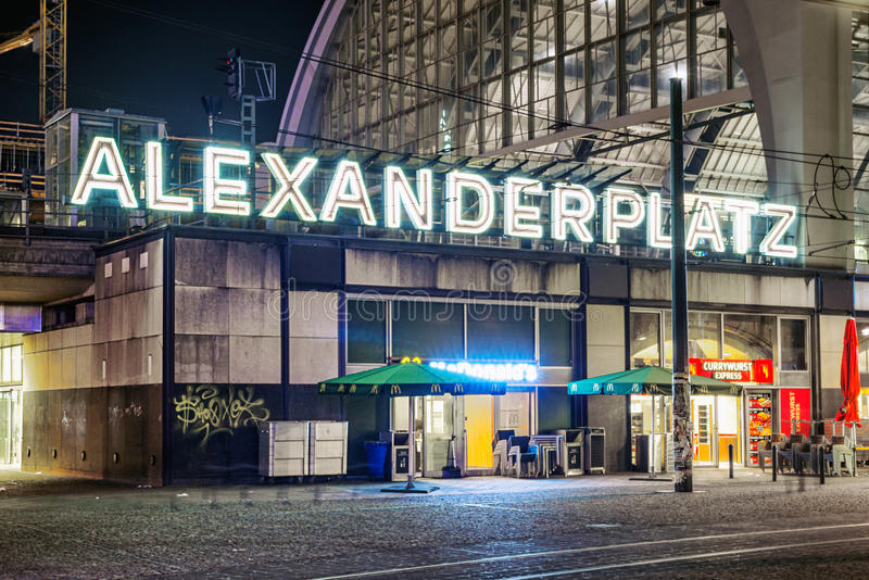 Alexanderplatz在晚上在柏林 图库摄影
