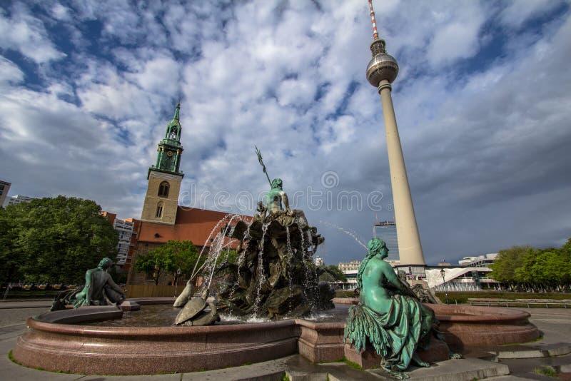 Alexanderplatz и ТВ возвышаются, Берлин, Германия стоковые изображения