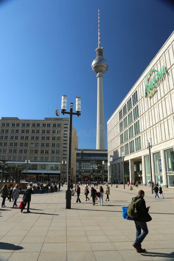 Alexanderplatz, Berlin, Deutschland und der Berlin Fernsehturm lizenzfreie stockbilder